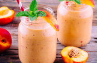 Peach and vanilla yogurt smoothies